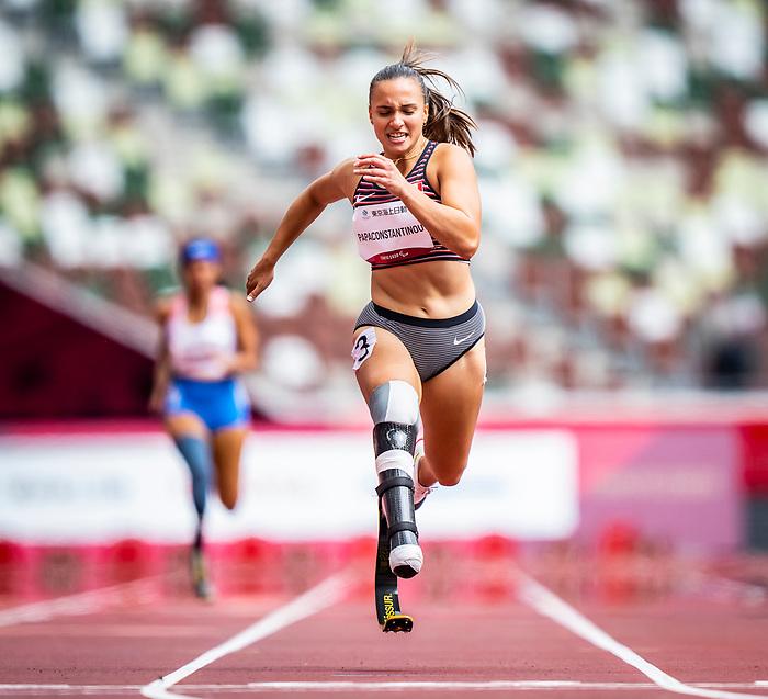 Marissa Papaconstantinou, Tokyo 2020 - Para Athletics // Para-athlétisme.<br /> Marissa Papaconstantinou competes in the women's 200m T64 heats // Marissa Papaconstantinou participe aux épreuves féminines du 200 m T64. 31/08/2021.