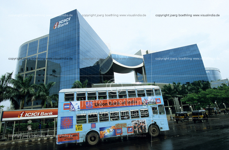 INDIA, Mumbai, business and finance complex Bandra-Kurla, ICICI Bank, BEST double decker bus with ad banner of Union Bank of India / INDIEN, Mumbai, Finanz und Business Komplex Bandra-Kurla