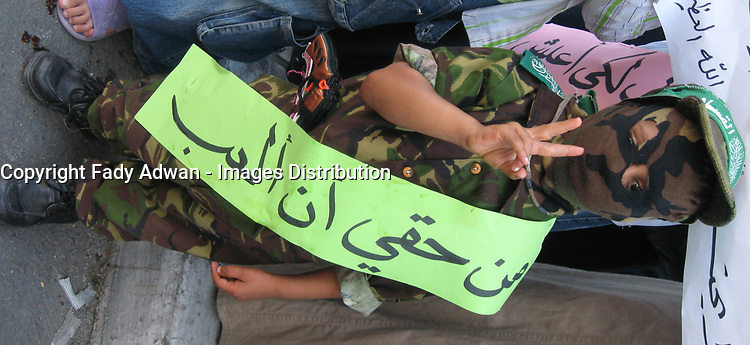 """Palestinian boy STAGE SIT and sat on the floor in protest at not receiving their salaries, demanding the Palestinian President Mahmoud Abbas and Prime Minister Salam Fayyad extradite paid July 12, 2007 .""""photo by Fady Adwan"""""""