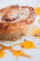 Europe/France/Bretagne/29/Finistère/Carantec: Kouign Amann  Jacques Cartier,  pommes confites au chouchen, Crème glacée au sarrasin torréfié. Recette de Patrick Jeffroy  -  Restaurant: Patrick Jeffroy - Hôtel de Carantec