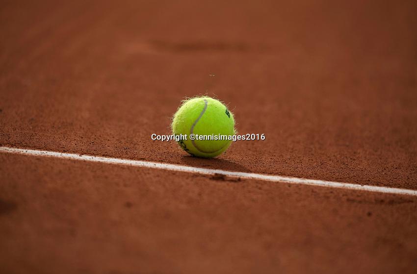 Paris, France, 28 June, 2016, Tennis, Roland Garros, Tennisbal on claycourt<br /> Photo: Henk Koster/tennisimages.com
