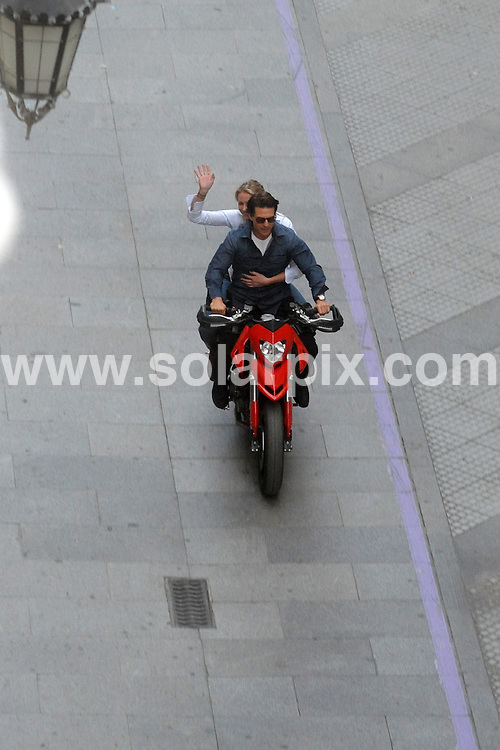 **ALL ROUND PICTURES FROM SOLARPIX.COM**.**WORLDWIDE SYNDICATION RIGHTS APART FROM SPAIN**.Tom Cruise & Cameron Diaz in Cadiz in Spain, shooting scenes from their latest movie, Night and Day directed by film James Mangold. Filming  was halted last week  after the actors doubles were injured by a wild running bull..This pic:   Cameron Diaz & Tom Cruise.JOB REF:  10321    OA1/EM       DATE:   29.11.09.**MUST CREDIT SOLARPIX.COM OR DOUBLE FEE WILL BE CHARGED**.**MUST NOTIFY SOLARPIX OF ONLINE USAGE**.**CALL US ON: +34 952 811 768 or LOW RATE FROM UK 0844 617 7637**