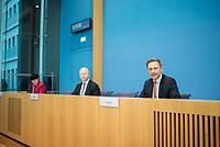 """Pressekonferenz des FDP-Bundes- und Fraktionsvorsitzenden Christian Lindner (1.vr.), dem stellv. FDP-Fraktionsvorsitzender <br /> Michael Theurer (Mitte) und der gesundheitspolitischen Sprecherin der FDP-Fraktion Christine Aschenberg-Dugnus (1.vl.) zum Thema """"Lehren aus einem Jahr Corona in Deutschland"""" am Dienstag den 26. Januar 2021 in Berlin. <br /> 26.1.2021, Berlin<br /> Copyright: Christian-Ditsch.de"""