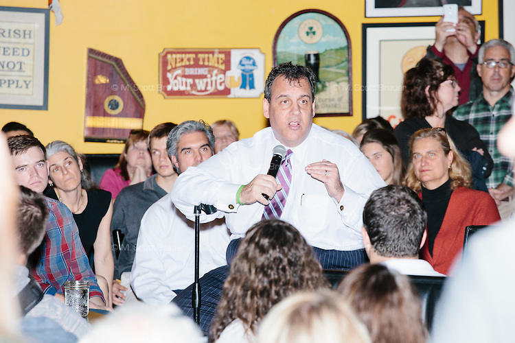 Republican presidential candidate and New Jersey governor Chris Christie speaks to a crowd at the Salt Hill Pub in Hanover, New Hampshire.