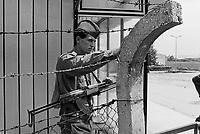 - Serbian soldiers blocked in their barracks besieged by Slovenian militians during the independence war of July 1991....- militari serbi serbi bloccati nella loro caserma assediata da miliziani sloveni durante la guerra di indipendenza del luglio 1991