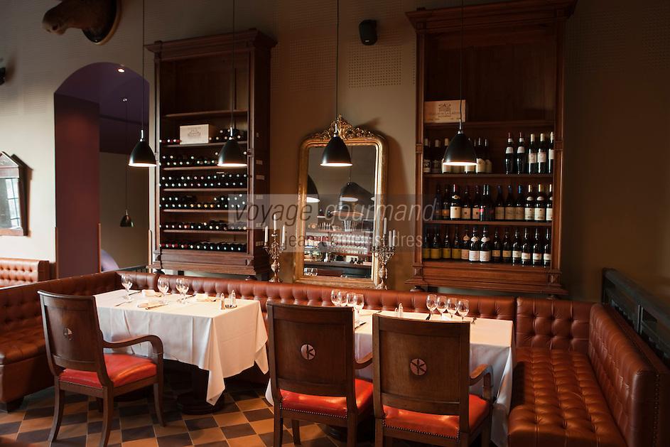 Europe/France/Aquitaine/33/Gironde/Bassin d'Arcachon/Arcachon:  Hôtel Ville d' Hiver situé dans l'ancien batiment de la Compagnie Générales des Eaux de 1884 - le bar à vin, restaurant