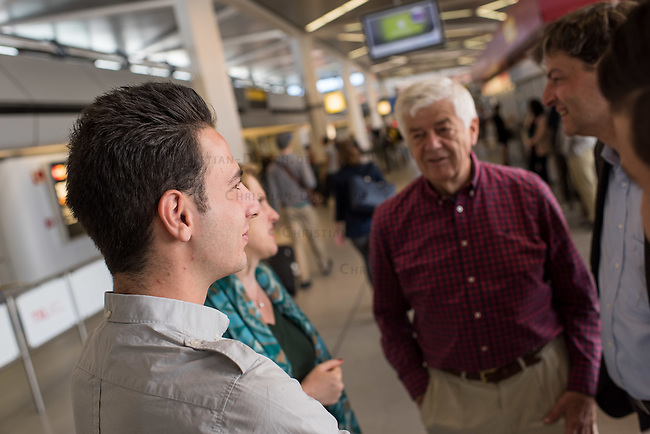 Fluechtlinspaten Syrien e.V. in Berlin.<br /> Empfang der Mutter und Brueder von Majd am Flughafen Tegel.<br /> Im Bild links: Der 21jaehrige Majd aus Syrien.<br /> Im Bild 2.vr.: Fluechtlingspate Peter Kuttner.<br /> Im Bild: Rechtsanwalt Ulrich Karpenstein vom Verein Fluechtlingspaten-Syrien e.V..<br /> 17.6.2015, Berlin<br /> Copyright: Christian-Ditsch.de<br /> [Inhaltsveraendernde Manipulation des Fotos nur nach ausdruecklicher Genehmigung des Fotografen. Vereinbarungen ueber Abtretung von Persoenlichkeitsrechten/Model Release der abgebildeten Person/Personen liegen nicht vor. NO MODEL RELEASE! Nur fuer Redaktionelle Zwecke. Don't publish without copyright Christian-Ditsch.de, Veroeffentlichung nur mit Fotografennennung, sowie gegen Honorar, MwSt. und Beleg. Konto: I N G - D i B a, IBAN DE58500105175400192269, BIC INGDDEFFXXX, Kontakt: post@christian-ditsch.de<br /> Bei der Bearbeitung der Dateiinformationen darf die Urheberkennzeichnung in den EXIF- und  IPTC-Daten nicht entfernt werden, diese sind in digitalen Medien nach §95c UrhG rechtlich geschuetzt. Der Urhebervermerk wird gemaess §13 UrhG verlangt.]