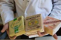 Europe/France/Picardie/02/Aisne/Saint-Quentin: Différents maroilles  à la Fromagerie: Les Provinces de France // France, Aisne, St Quentin, Different maroilles at Fromagerie, the Provinces of France