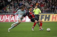 Zweikampf zwischen Milorad Pekovic (FSV Mainz 05) und Aleksandar Vasoski (Eintracht Frankfurt)