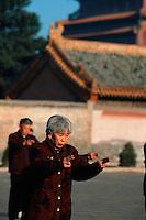 China, Tai Ji Quan vor dem Puning Si-Tempel in Chengde