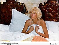 Prod DB © Gaumont International / DR<br /> LE RETOUR DU GRAND BLOND de Yves Robert 1974 FRA<br /> avec Mireille Darc<br /> sexy, surprendre au lit, surprise, vaudeville, pudique, pudeur