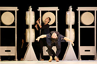 CALI -COLOMBIA-02-11-2017. Korea National Contemporary Dance Company durante su presentación en la 3a Bienal Internacional de Danza Cali 2017 que se raliza en la ciudad  de Cali, Colombia entre en 31 de octubre y el 6 de noviembre de 2017.  El lanzamiento se hizo en el Boulevard del Rio de Cali. / Korea National Contemporary Dance Company during its presentation at 3rd International Dance Biennial Cali 2017 that takes place in the city of Cali, Colombia between October 31 and November 6, 2017. Tha launch was madde at Boulevard del Río in Cali.  Photo: VizzorImage / Juan C. Quintero / Cont