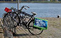Nederland  Amsterdam  2020.  Fietstas met de tekst Word Vrijwilliger.  Foto : ANP/ HH / Berlinda van Dam