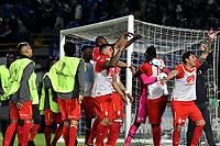 BOGOTÁ - COLOMBIA, 02-09-2018: Los jugadores de Independiente Santa Fe (COL), celebran la clasificación a la siguiente fase luego de vencer a Millonarios (COL) por definiciones desde el punto penal, durante partido Millonarios (COL) y el Independiente Santa Fe (COL), de vuelta de los octavos de final, llave A por la Copa Conmebol Sudamericana 2018, en el estadio Nemesio Camacho El Campin, de la ciudad de Bogotá. / The players of Independiente Santa Fe (COL), celebrate the classification to the next phase after beating to Millonarios (COL) by definitions from the penal point, match of the second leg between Millonarios (COL) and Independiente Santa Fe (COL), of the eighth finals, key A for the Conmebol Sudamericana Cup 2018 in the Nemesio Camacho El Campin stadium in Bogota city. Photo: VizzorImage / Luis Ramírez / Staff.