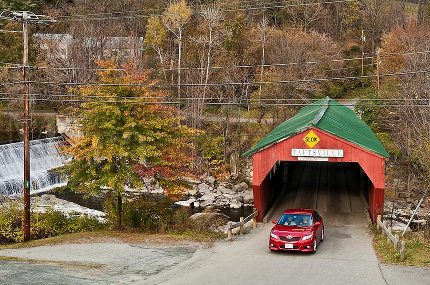 Covered bridge, Taftville, Vermont, USA, VT