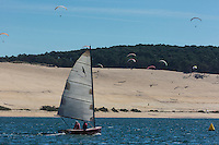 France, Gironde (33),Bassin d'Arcachon, la Dune du Pyla , vue depuis  le banc d'Arguin   France, Gironde, Bassin d'Arcachon, Dune du Pyla, viewed from the Banc d'Arguin