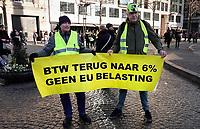Nederland - Amsterdam - 2019. Gele Hesjes protest op de Dam. BTW terug naar 6%.   Foto Berlinda van Dam / Hollandse Hoogte