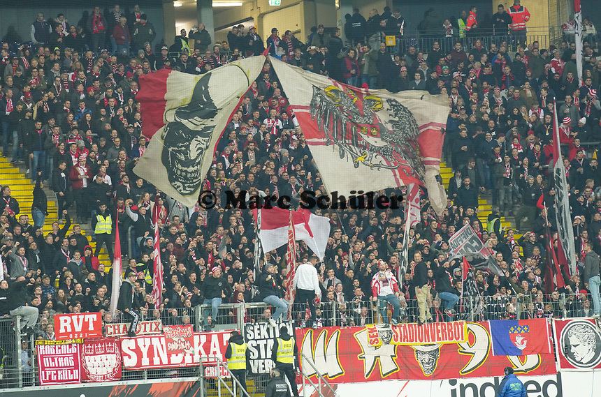 Fans des 1. FC Koeln - 18.12.2019: Eintracht Frankfurt vs. 1. FC Koeln, Commerzbank Arena, 16. Spieltag<br /> DISCLAIMER: DFL regulations prohibit any use of photographs as image sequences and/or quasi-video.