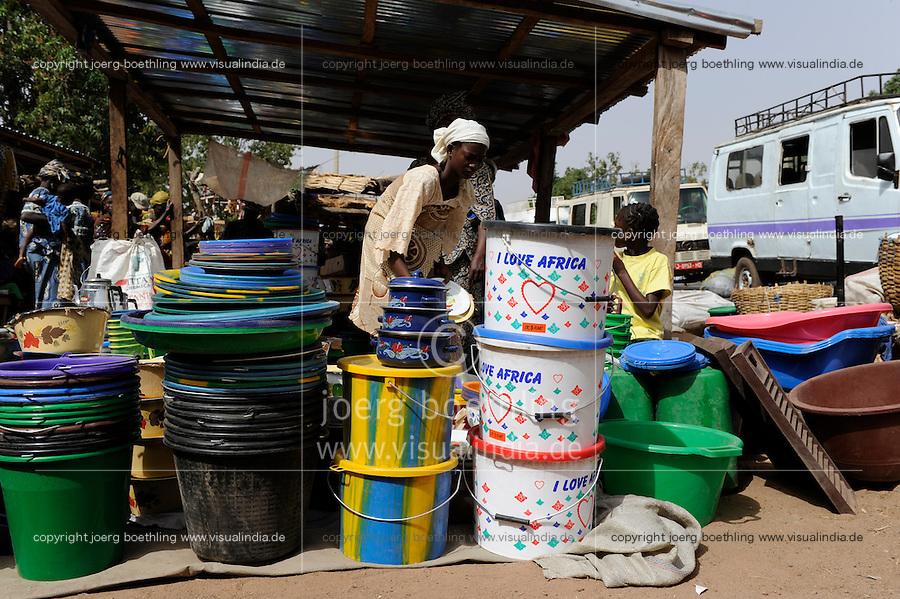 """Westafrika Mali Frauen verkaufen Kochtoepfe auf dem Markt - Handel    .Africa Mali women sell cooking vessel at market - trade .  [ copyright (c) Joerg Boethling / agenda , Veroeffentlichung nur gegen Honorar und Belegexemplar an / publication only with royalties and copy to:  agenda PG   Rothestr. 66   Germany D-22765 Hamburg   ph. ++49 40 391 907 14   e-mail: boethling@agenda-fototext.de   www.agenda-fototext.de   Bank: Hamburger Sparkasse  BLZ 200 505 50  Kto. 1281 120 178   IBAN: DE96 2005 0550 1281 1201 78   BIC: """"HASPDEHH"""" ,  WEITERE MOTIVE ZU DIESEM THEMA SIND VORHANDEN!! MORE PICTURES ON THIS SUBJECT AVAILABLE!! ] [#0,26,121#]"""