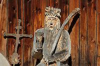 """Schnitzerei des """"Wilde Männle"""" in Oberstdorf im Allgäu, Bayern, Deutschland<br /> Carving """"Wilde Männle""""  in Oberstdorf, Allgäu, Bavaria,  Germany"""
