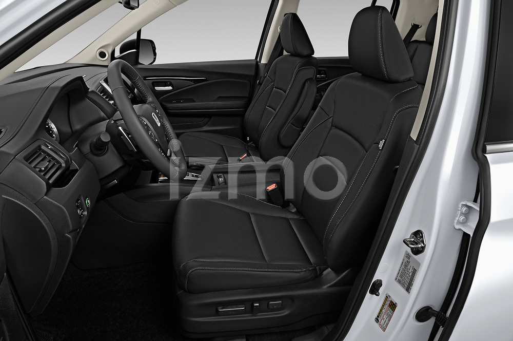 Front seat view of 2020 Honda Ridgeline RTL-E 4 Door Pick-up Front Seat  car photos
