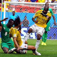 BRASILIA - BRASIL -19-06-2014. Victor Ibarbo (#14) jugador de Colombia (COL) disputa el balón con Ismael Tiote (#9) jugador de  Costa de Marfil (CIV) durante partido del Grupo C de la Copa Mundial de la FIFA Brasil 2014 jugado en el estadio Mané Garricha de Brasilia./ Victor Ibarbo (#14) player of Colombia (COL) fights the ball with Ismael Tiote (#9) player of Ivory Coast (CIV) during the macth of the Group C of the 2014 FIFA World Cup Brazil played at Mane Garricha stadium in Brasilia. Photo: VizzorImage / Alfredo Gutiérrez / Contribuidor