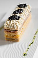 Europe/France/Bretagne/56/Morbihan/Saint-Avé: Millefeuilles de sardines marinées, blanc de poireaux aux zestes de citron,caviar d'aquitaine et chantilly de navet blanc, recette de Vincent David du restaurant: Le Pressoir