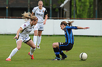 Club Brugge Dames - Telstar Ijmuiden : duel tussen Barbara Lezy (rechts) en Claudia Van Den Heiligenberg<br /> foto Dirk Vuylsteke / nikonpro.be