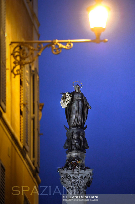 Immaculate Conception Spanish Square, Rome, Italy.Pope Francis  prayer ceremony during the traditionnal visit to the statue of Mary on the day of the celebration of the Immaculate Conception et Piazza di Spagna (Spanish Square) on December 8, 2013