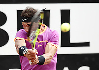 Il tennista spagnolo Rafael Nadal in azione nel corso degli Internazionali d'Italia di tennis a Roma, 19 maggio 2017,<br /> Spanish tennis player Rafael Nadal in action during the italian Masters tennis in Rome, on May 19, 2017.<br /> UPDATE IMAGES PRESS/Isabella Bonotto