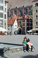 Pfarrhaus und Elisabeth-Kirche am Marktplatz (Rynek Glowny) in Wroclaw (Breslau), Woiwodschaft Niederschlesien (Województwo dolnośląskie), Polen, Europa<br /> Presbytery and Elizabeth church at Marketplace (Rynek Glowny) in Wroclaw,  Poland, Europe