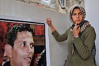 Le portrait de Mohamed BOUAZIZI et Basma 15 ans, soeur de Mohamed BOAUZIZI le martyr tunisien. The Portrait of Mohamed BOUAZIZI and his sister Basma..©Benoit Schaeffer.