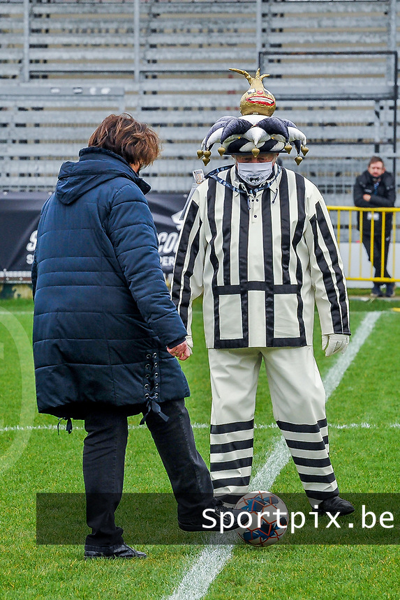 mascotte Eendracht Aalst pictured before a female soccer game between Eendracht Aalst and OHL on the 13 th matchday of the 2020 - 2021 season of Belgian Scooore Womens Super League , Saturday 6 th of February 2021  in Aalst , Belgium . PHOTO SPORTPIX.BE | SPP | STIJN AUDOOREN
