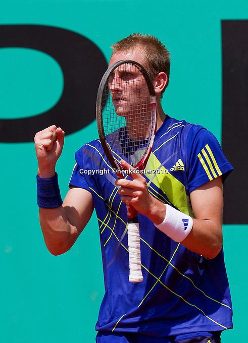 23-05-10, Tennis, France, Paris, Roland Garros, First round match, Thiemo de Bakker winning