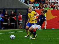 Fifa Women's World Cup Germany 2011 : Zweden - France Frankrijk at Sinsheim World Cup stadium : Gaetane Thiney aan de bal voor Annica Svensson.foto DAVID CATRY / Vrouwenteam.be