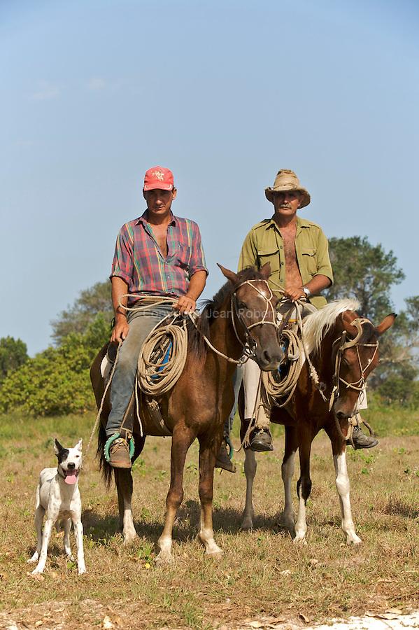 Cow boys with a dog Province de Pinar del Rio
