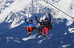 Foto: VidiPhoto<br /> <br /> ST. JOHANN – In de Kitzbüheler Alpen in het Oostenrijkse Tirol kan nog volop geskied worden. Alles pistes zijn open en de sneeuwcondities zijn zelden zo goed geweest als dit jaar. Er is zoveel sneeuw gevallen dat wintersporters naar verwachting tot eind april nog kunnen genieten. Normaal rond deze tijd worden de pistes al geprepareerd met kunstsneeuw. Nu wordt daar sneeuw voor gebruikt die eerder dit jaar in grote hoeveelheden is gevallen. Bovendien valt er deze week weer genoeg verse sneeuw. Veel Nederlanders grijpen dan ook hun kans om laat in het seizoen een goedkopere sneeuwvakantie te boeken of zelfs voor een tweede keer op wintersport te gaan.