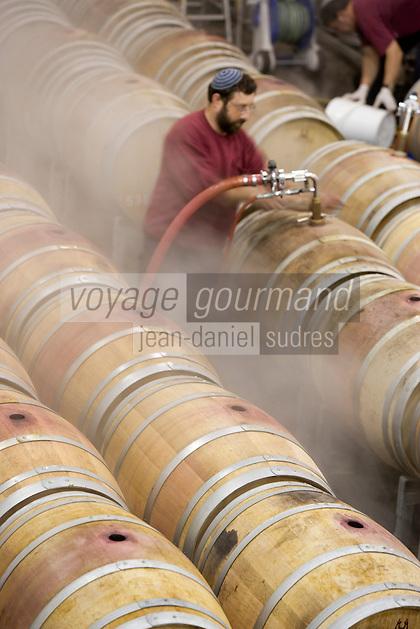 Asie/Israël/Galilée/Plateau du Golan/Quazrin: Golan Heights Winery nettoyage des barriques (Domaine viticole des hauts du Golan)