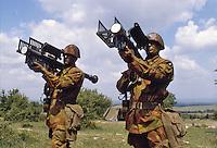 - Italian Army, Stinger anti-aircraft missiles supplied to 121 ° anti-aircraft artillery regiment Ravenna (1992)....- Esercito Italiano, missili antiaerei Stinger in dotazione al 121° reggimento artiglieria contraerei Ravenna (1992)