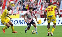 BARRANQUILLA -COLOMBIA- 18-08-2013. Maicol Ortega ( Centro) jugador del Atletico Junior disputa el balon   contra Fram Pacheco (Izqu) y Rene Rossero ( Der) del Deportivo Pasto.   ,  partido correspondiente a la cuarta fecha de La  Liga Postobonn segundo semestre disputado en el estadio  Metropolitano / Maicol Ortega (center) Atletico Junior player dispute the ball against Fram Pacheco (L) and RenŽ Rossero (R) Deportivo Pasto. , Game in the fourth round of La Liga Postobonn second half played at Metropolitan Stadium. Photo: VizzorImage / Alfonso Cervantes  / Stringer