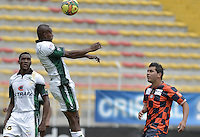 BOGOTÁ -COLOMBIA, 25-08-2013. Wilmer Diaz(I) de Equidad salta por un balon con un jugador (D) del Chico durante partido válido por la sexta fecha de la Liga Postobón 2013-1 jugado en el estadio de Techo de la ciudad de Bogotá./ Equidad Player Wilmer Diaz (L) jumps for the ball with Chico player (R) during match valid for the 6th date of the Postobon  League II 2013 played at Techo stadium in Bogotá city. Photo: VizzorImage/Gabriel Aponte/STR