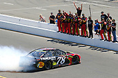 #78: Martin Truex Jr., Furniture Row Racing, Toyota Camry 5-hour ENERGY/Bass Pro Shops celebrates his win with a burnout