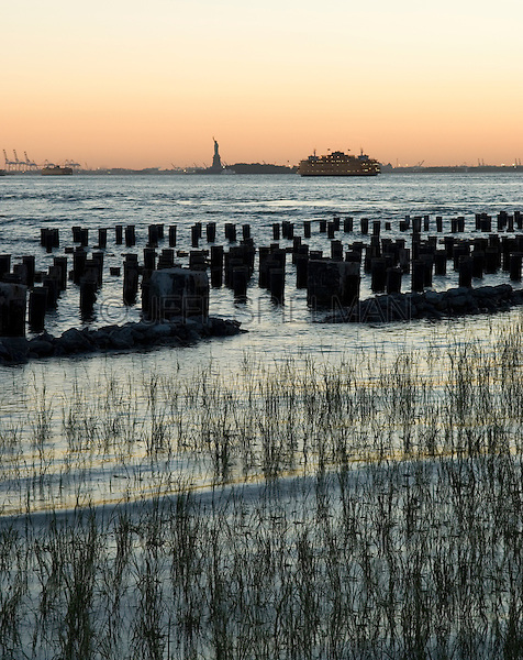 AVAILABLE FOR LICENSING FROM GETTY IMAGES. Please go to www.gettyimages.com and search for image # 129908303.<br /> <br /> Upper New York Bay with the Statue of Liberty and Staten Island Ferry, Viewed from Brooklyn at Dusk, New York City, New York State, USA