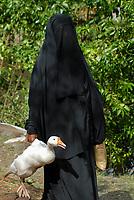 BANGLADESH, black veiled muslim woman with white goose / BANGLADESCH ,  schwarz verschleierte Muslima mit weisser Gans