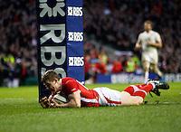 Photo: Richard Lane/Richard Lane Photography. England v Wales. 25/02/2012. Wales' Scott Williams dives in to score the match winning try.