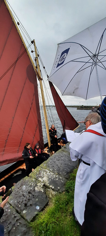 Fr Donal Sweeney of the Claddagh Dominican church, blessing the gleoiteog Loveen at the Claddagh basin on Saturday