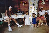 - family inside an house of Bluefields town, on the Atlantic coast ....- famiglia all'interno di una casa della città di Bluefields, sulla costa atlantica