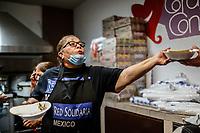 """Cena  <br /> <br /> Migrantes reciben atención medica, alimentación, aseo personal y un lugar para descansar en el comedor Comunitario de la Colonia San Luis de Hermosillo Sonora.<br /> <br /> La Caravana del Migrante con un contingente de alrededor de 600 personas en su mayoría de origen centroamericano, arribo a Hermosillo Sonora a bordo del tren conocido como """"La Bestia"""", provienen de la frontera Sur del País y con rumbo a la ciudad de Mexicali donde continuaran el viaje hasta Tijuana.<br /> La caravana tiene como objetivo solicitar <br /> asilo a Estados Unidos y algunos integrantes piensan solicitar una visa humanitaria en México para laborar en los campos de Sonora y Baja California.<br /> (Photo: NortePhoto/Luis Gutiérrez)"""