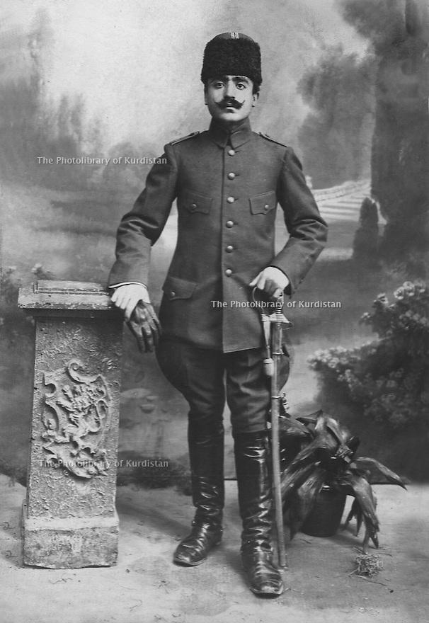 Syrie 1925?.Alep: Ismael Shawess , officier de l'armee ottomane.Syria 1925?.Ismael Shawess, officer of the Ottoman army