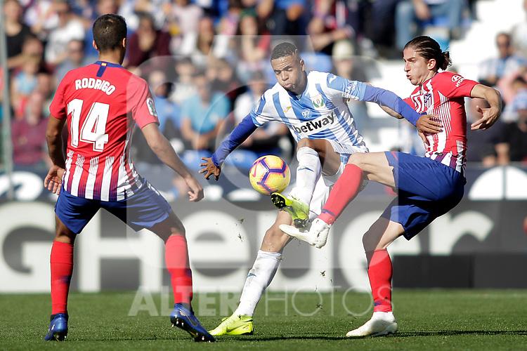 CD Leganes' Youssef En-Nesyri (c) and Atletico de Madrid's Rodrigo Hernandez (l) and Filipe Luis during La Liga match. November 3,2018. (ALTERPHOTOS/Acero)